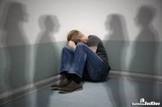 Người mắc tâm thần phân liệt thường xa lánh người xung quanh