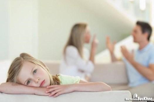 Trẻ ngại giao giao tiếp, phản ứng chậm