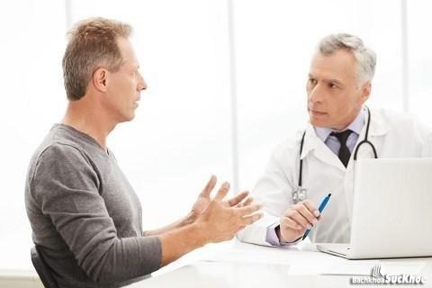 Đi khám để được bác sĩ tư vấn