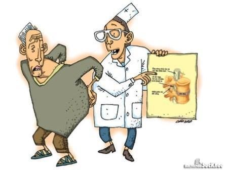 Nên đi khám bác sĩ để điều trị dứt điểm bệnh gai cột sống