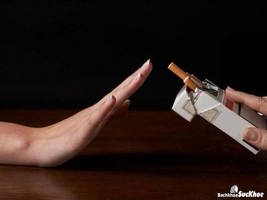 Nên tránh xa thuốc lá để không mắc bệnh ung thư