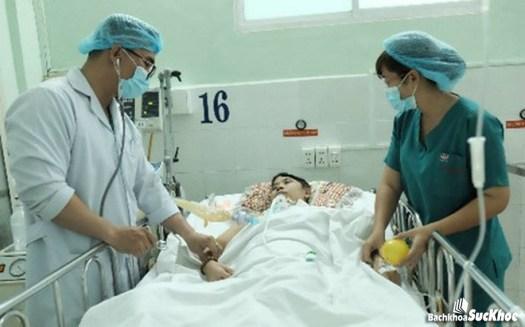 Cần đến gặp bác sĩ ngay lập tức để điều trị xuất huyết não